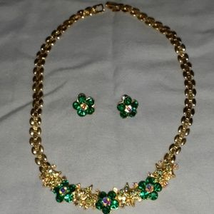 Jewelry - Gorgeous goldtone necklace and earrings set